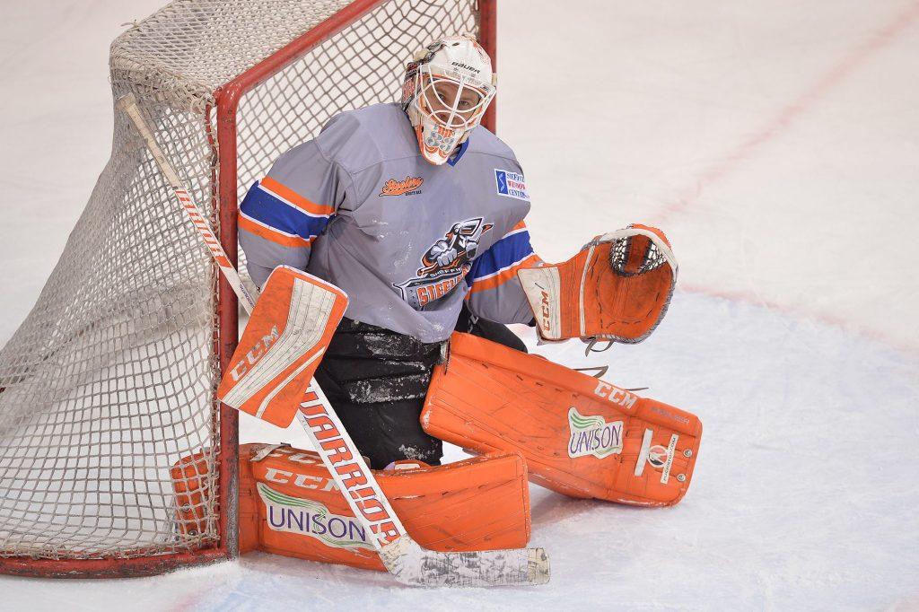 Ervins Mustukovs prend place dans la cage des Aigles !